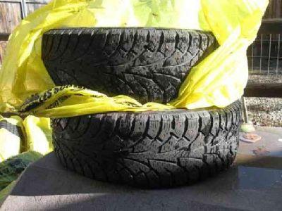 $125 4 Studded snow tires (horseshoe Bend)