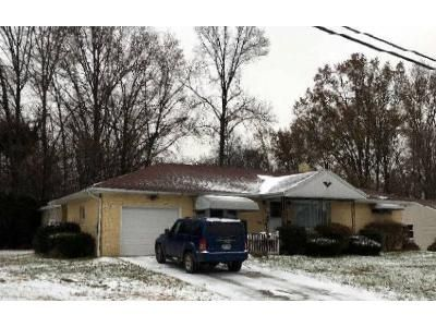 2 Bed 1 Bath Foreclosure Property in Girard, OH 44420 - Pinecrest Rd