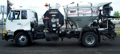 2009 NISSAN UD3300 -- ROSCO RA300 PATCH TRUCK FOR SALE IN PHOENIX