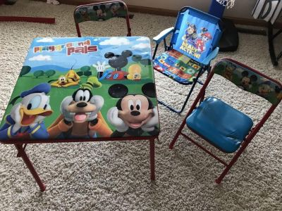 Table and chairs. Extra chair $10.