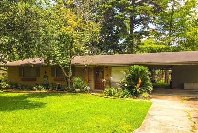 $615, 3br, Home has wood laminate flooring with no carpet...