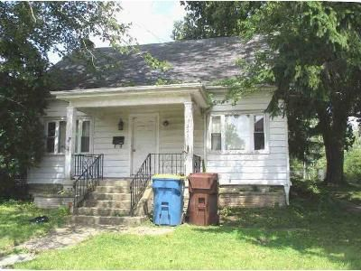 5 Bed 1 Bath Foreclosure Property in Bluffton, IN 46714 - E Market St