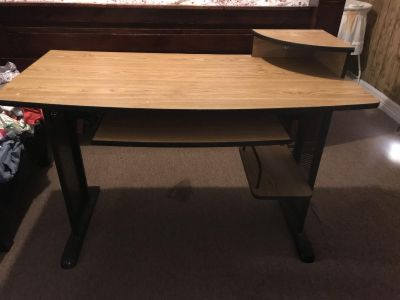 Wood/metal desk. Good condition