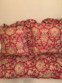 Ralph Lauren Queen bedding. Comforter, bed skirt & 2 euro shams with pillows. Excellent condition no tears or stains