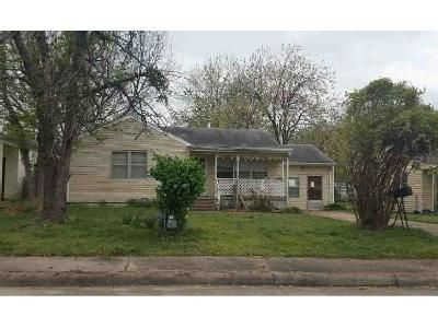 2 Bed 1 Bath Foreclosure Property in Claremore, OK 74017 - E 13th St