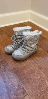 Sherpa lined winter boots (