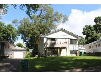 2 Bed 1 Bath Foreclosure Property in Minneapolis, MN 55432 - Hugo St NE