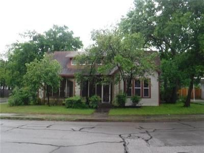 2 Bed 2 Bath Foreclosure Property in Cleburne, TX 76033 - College St
