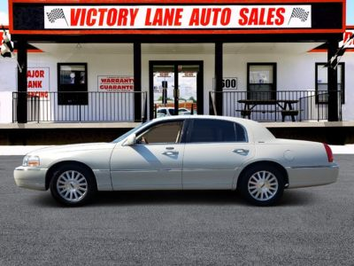 2004 Lincoln Town Car Ultimate (WHITE)