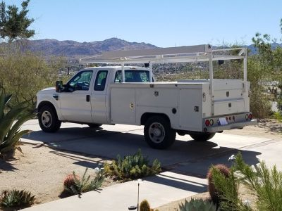 2009 F350 EXTRA CAB WITH UTILITY BED AND PIPE RACK