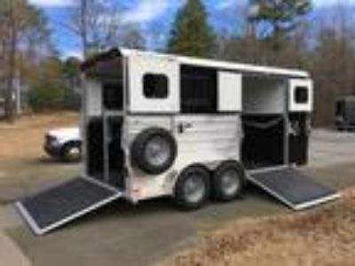 2 Horse Straight Load w Side Ramp, Dressing Room Trailer in Aluminum
