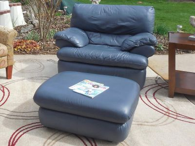 REAL LEATHER OVERSIZED CHAIR W / OTTOMAN