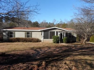 3 Bed 2 Bath Foreclosure Property in Pickens, SC 29671 - Family Circle Dr