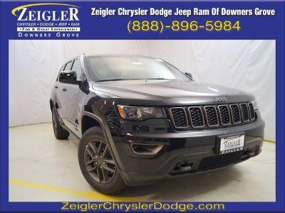 2017 Jeep Grand Cherokee Laredo (Diamond Black Crystal Pearlcoat)