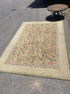 5x7 area rug - Marcus Pointe Thrift Store