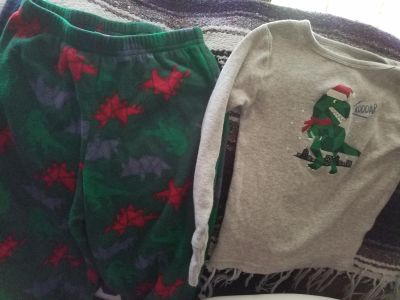 Dinosaur holiday pjs 4t **shoes sold separately