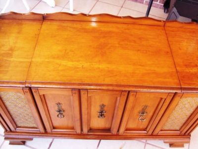 Antique Stereo/ Turntable in Wooden Stereo Cabinet