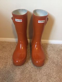 Hunter boots size 8 (with Hunter socks!)