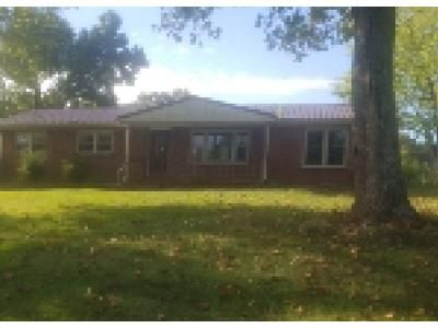 3 Bed 2 Bath Foreclosure Property in Dover, TN 37058 - Old Highway 79