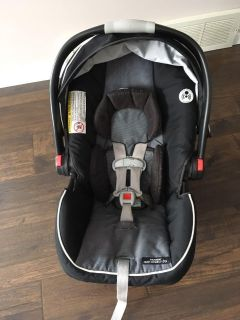 Graco Click Connect Infant Car Seat with base