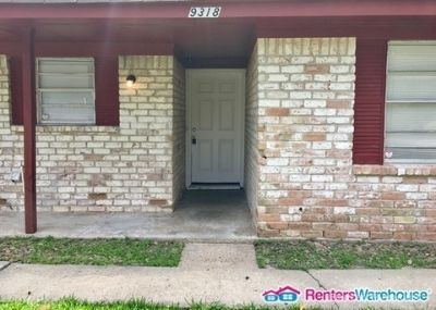 Spacious 3 bedroom 1 1/2 bath Duplex now up for LEASE!