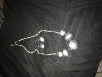 Chunky silver necklace and earrings