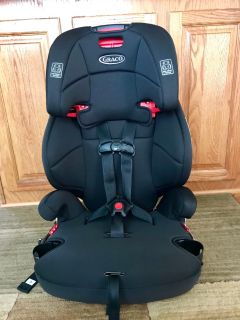 Graco 3-in-1 front facing car seat. Check all pictures for date and weight restrictions