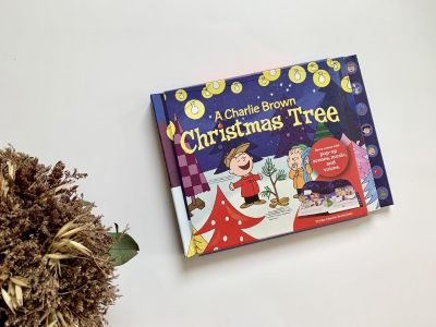 New Charlie Brown A Christmas Tree Hallmark Interactive Book w Push Buttons and Pop UPS