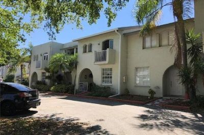 BEAUTIFUL TOWNHOUSE 3 BEDROOM, 2.5 BATH WITH A GORGEOUS GOLF VIEW.
