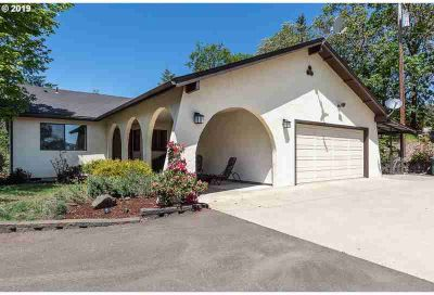 222 Oakview Dr Roseburg Three BR, Paved drive leads to lovely