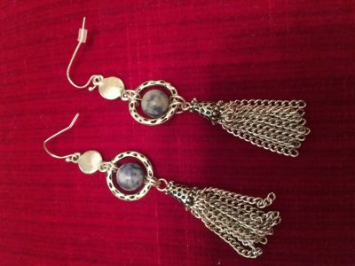 Adorable Dangle Earrings. Looks great with Denim or a Blue Jean Jacket!