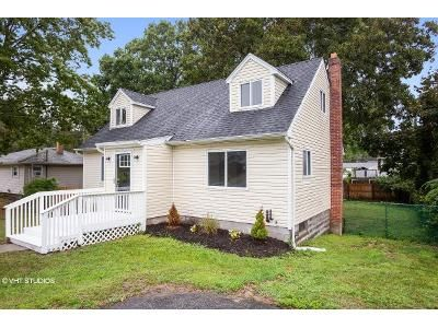 4 Bed 2 Bath Foreclosure Property in Shirley, NY 11967 - Probst Dr
