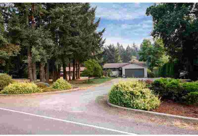 15310 Holcomb Blvd Oregon City, Spacious Day Ranch Home on