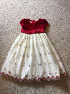 Gorgeous Christmas dress. Size 4. Tulle underneath to make it poofy!