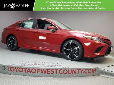 2019 Toyota Camry XSE AUTO (Supersonic Red)