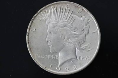 1922 90 Silver Peace Dollar in AU condition