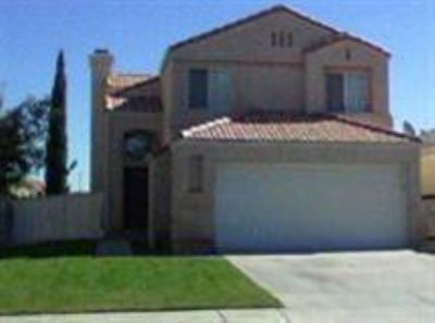 3 Bedroom 2.5 Bathroom 2 Story Home for Rent in Victorville