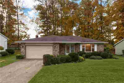 8665 Newcomb Dr Parma Three BR, Move right into this beautifully