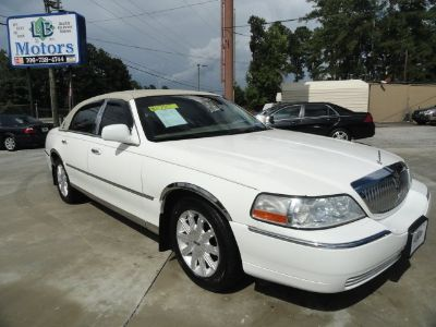 2006 Lincoln Town Car Signature Limited (White)