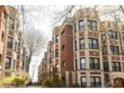 Chicago Two BR, 7641 North Eastlake Terrace 2A