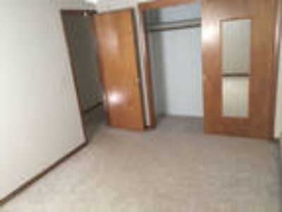 Oshkosh, Great Location, 3 BR House.