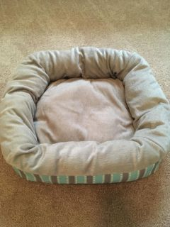 Small to medium size pet bed