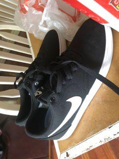 Nike women s shoes size 8.5