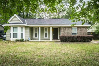 Super Cute 3 Bedroom 2 Bath Home in Trailwood, Mobile