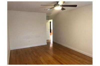 2 bedrooms Condo - Looking for convenience. Parking Available!