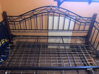 Metal/wood Day bed