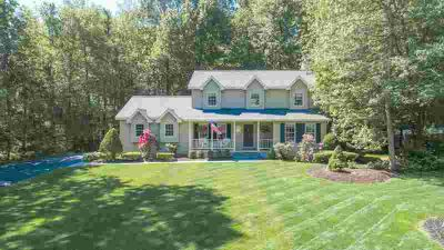 23 Orchard Park Dr CLIFTON PARK, This spacious and updated 4
