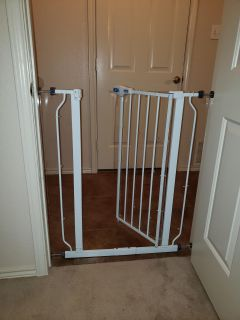 Baby gate for dogs