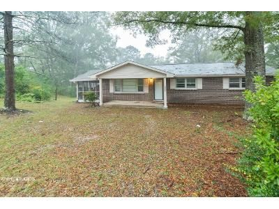 3 Bed 1 Bath Foreclosure Property in Oxford, AL 36203 - Circle Dr