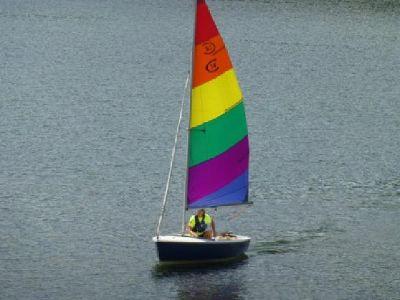 $3,200 1989 Catalina Capri 14.2 Sail Boat w/Galvnized Trailer